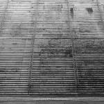 Eine breite Treppe führt hinauf zum Pantheon.