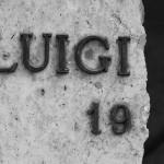 """Diese Platte einer """"Grabkammer"""" war der Zeit nicht gewachsen."""