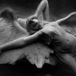 ...eine weitere Skulptur, die ein Joy-Division-Cover schmückt