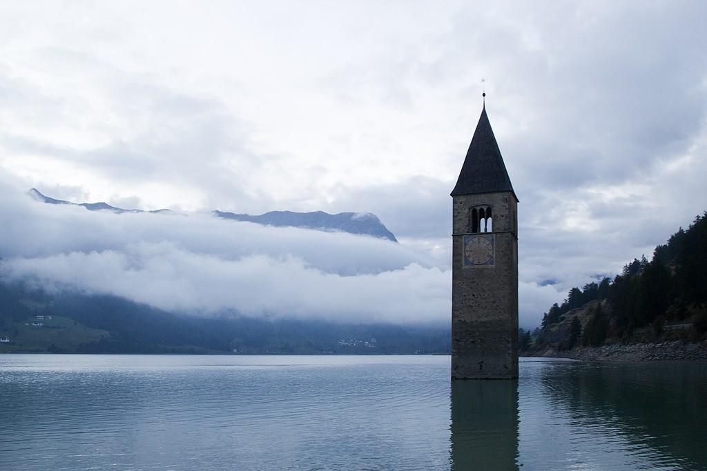 Glockenturm im Reschensee