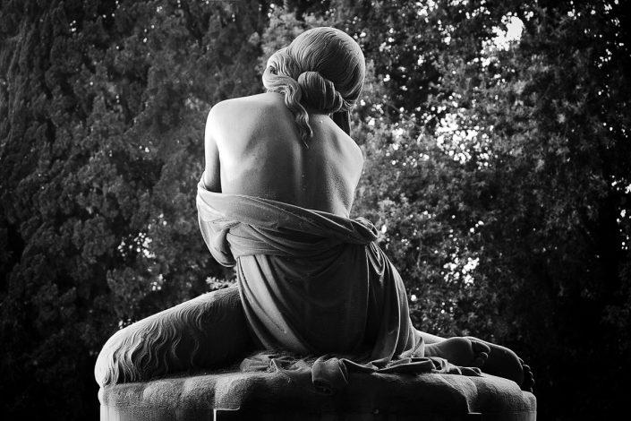 Ein hübscher Rücken kann auch entzücken (Cimitero monumentale di Staglieno, Genua)